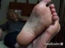 Adoro pés femininos com muito Chulé