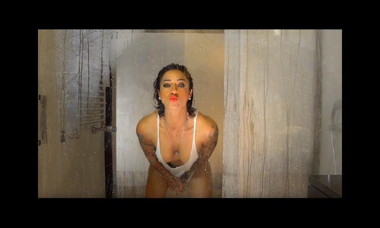 Mais turbinada do que nunca, Ana Malhoa pede um besito...