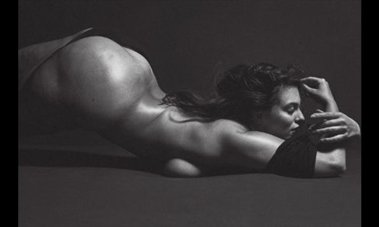 Ashley Graham (a manequim XL) no seu vídeo mais sexy de sempre