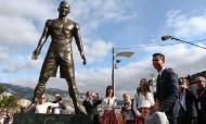 Estátua de Cristiano Ronaldo está de pau feito!