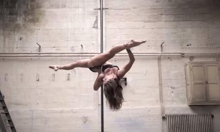 Karo Swen, A Arte de Pole Dancing