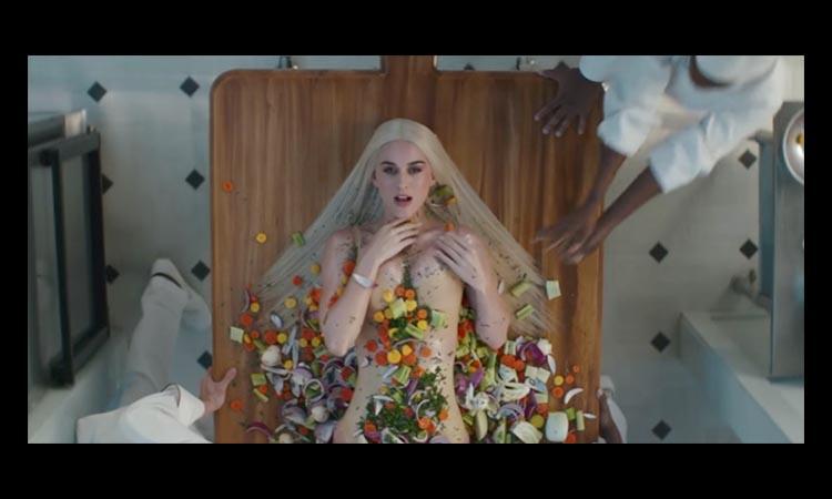 Katy Perry pronta a comer no NSFW videoclip de