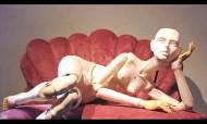 Boneca insuflável ou marioneta?