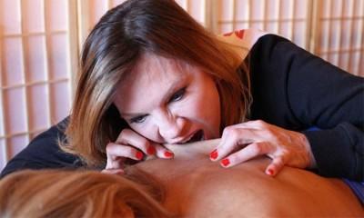 Massagens com mordidelas são a nova moda