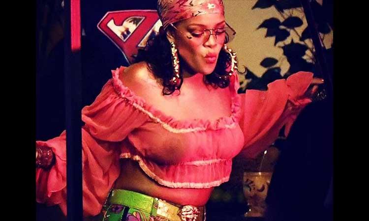 Rihanna ganhou mais curvas e está ainda mais sexy
