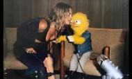 A sueca Tove Lo faz sexo com... um fantoche
