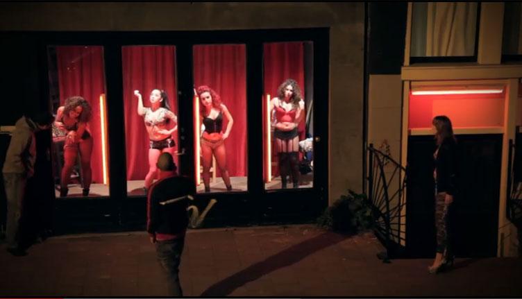 As meninas vão à loucura na Red Light Street (Amesterdão)